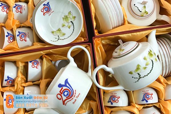 Xưởng sản xuất gốm sứ cung cấp quà tặng ấm chén in logo cho doanh nghiệp giá rẻ nhất thị trường
